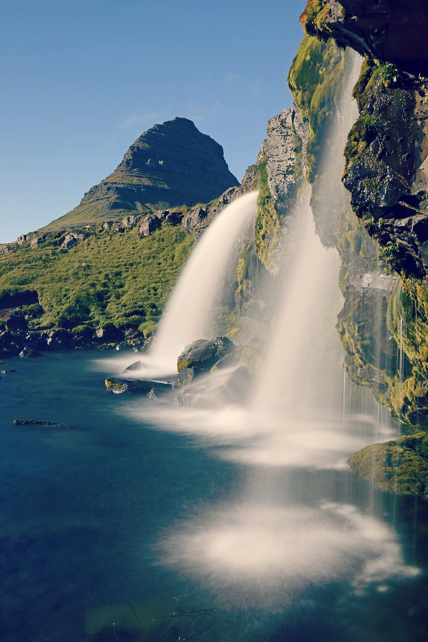 Waterfall-Iceland-1280